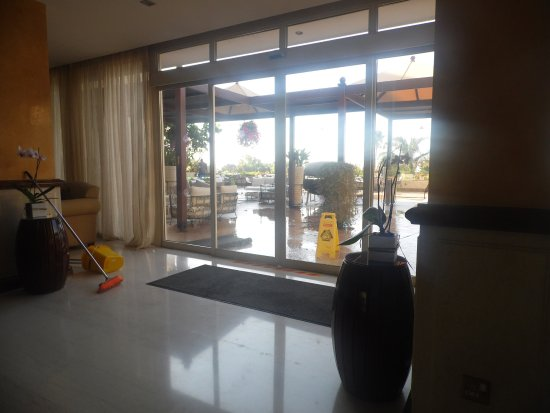 Atlantica Bay Hotel: Entrance to outside terrace
