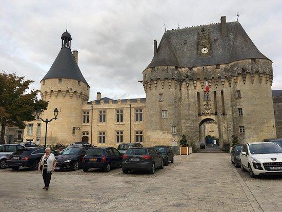 Le coq d 39 or jonzac 18 place du chateau restaurant for Hotels jonzac