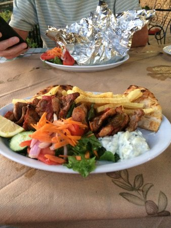 Meso Gerakari, Grecia: Yummy food and views
