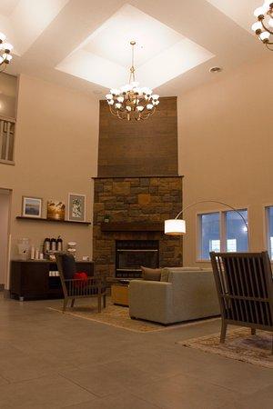 Stafford Inn: Lobby and Fireplace