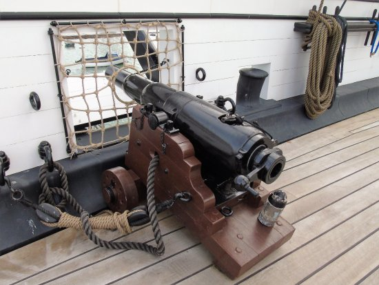 HMS Warrior 1860: More modern breach loader capable of more rapid fire.