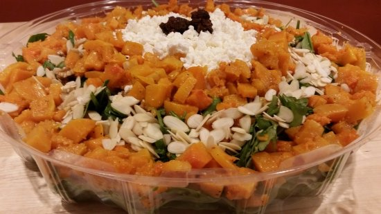 Ballston Spa, Nowy Jork: Catering Salad - The Crazy Nut