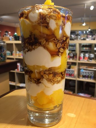 Ballston Spa, État de New York : Peach Parfait with Willow Marsh Greek Yogurt