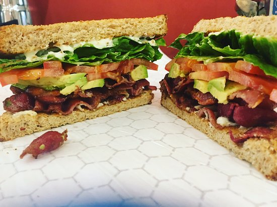 Ballston Spa, État de New York : BLAT -- Bacon, Lettuce, Avocado, Tomato