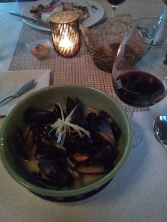 Chesca's Restaurant: Mussels in ginger in white wine. Excellent!