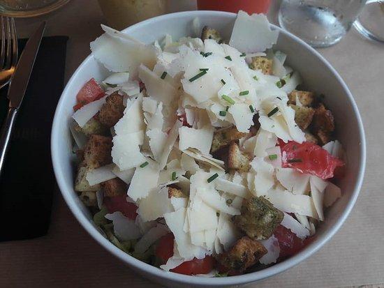 La Place Rouge: salade saumon caesar