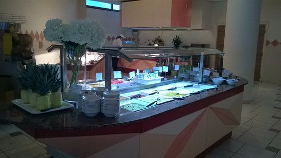 Constantinou Bros Athena Royal Beach Hotel: Breakfast restaurant fresh fruit and yogurt bar