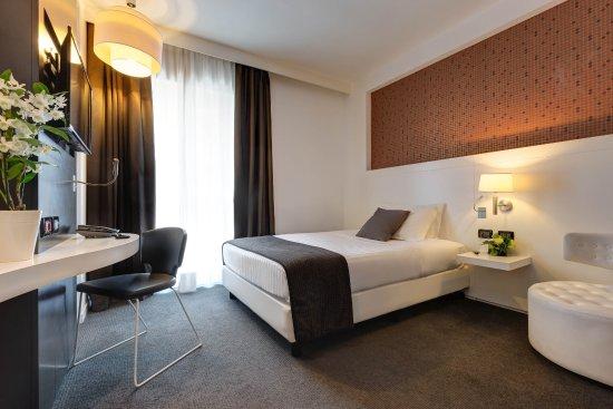 IH Hotels Roma Z3: Camera Standard per Clienti diversamente abili