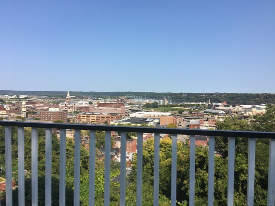 Fenelon Place Elevator Co.: Take in the views from the deck on the bluff
