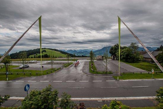 Schwarzenberg, Austria: panorama dall'ingresso dell'Hotel