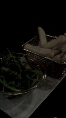 Plombieres les Bains, France: frites et roquette de mon mari (accompagnement steak)