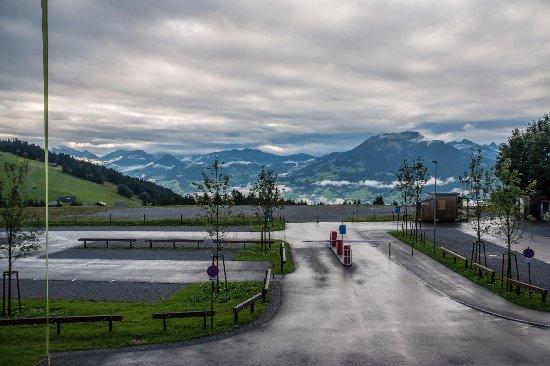 Schwarzenberg, Austria: panorama dal parcheggio dell'hotel