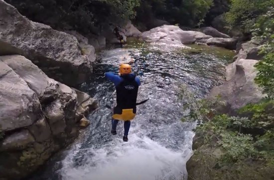 Destination Nature - Canyoning06 : Crazy jumps into the rapids below.