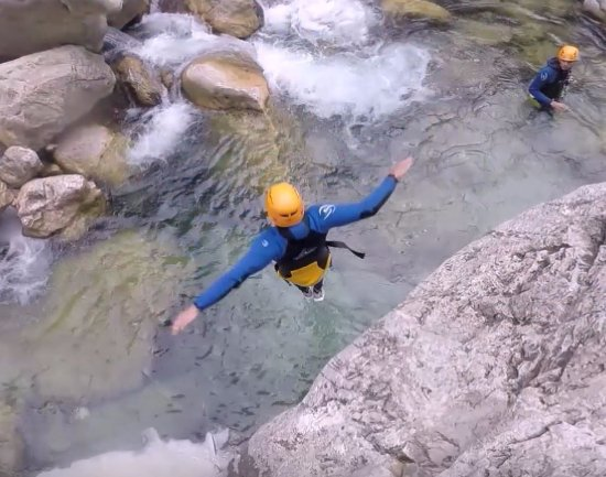 Destination Nature - Canyoning06 : Sail into the water below.