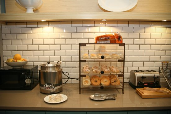 Country Inn & Suites by Radisson, Prineville, OR: Breakfast room