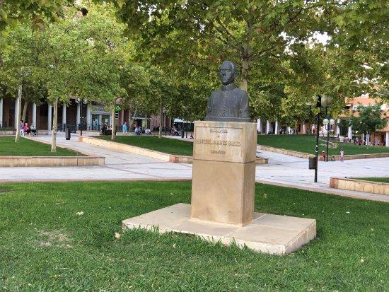 Monumento a Angel Sanz Briz