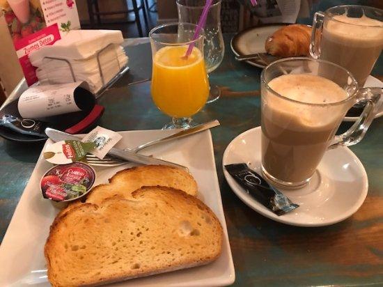 Naron, Spain: Pequeno almoço 2 - capricho andaluz