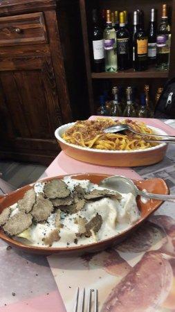 """Magione, Italien: Pici al ragù e """"cappellacci"""" al Tartufo"""