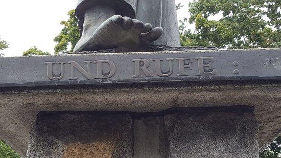 """Skulptur """"Der Rufer"""""""