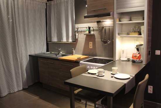 Braine-Le-Chateau, Bélgica: Fully equipped kitchen