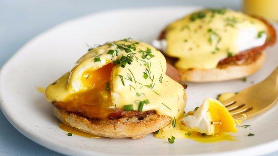 Weston, MO: Eggs Benedict