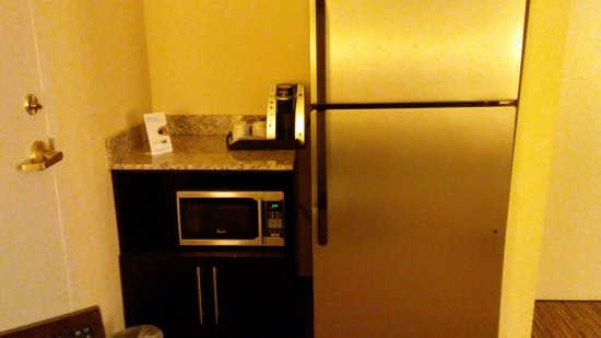 Holiday Inn Express & Suites: Refrigerator, Microwave, Keurig