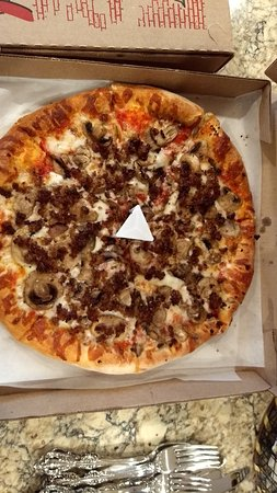 Marana, AZ: Sausage & Mushroom(white triangle is so lid doesn't land on pizza when closed))