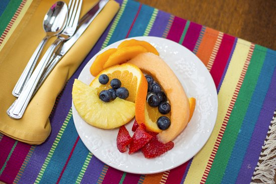 Caldwell, Техас: Breakfast is superior - fruit is sweet and ripe and artfully displayed.