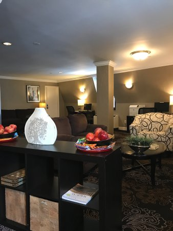 Radisson Martinique on Broadway: Lounge at Penthouse level