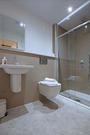 Royal Station Hotel: room 24 bathroom
