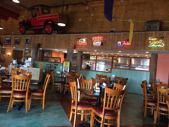 Kewanee, IL: lots of tables - this is only one side of restaurant