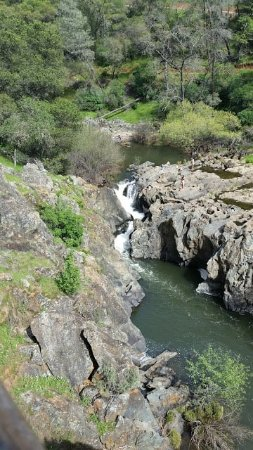 Auburn, CA: Another beautiful waterfall and place to swim