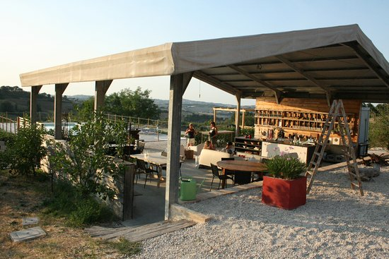 Montottone, Italia: Unico Senso, buitenruimte