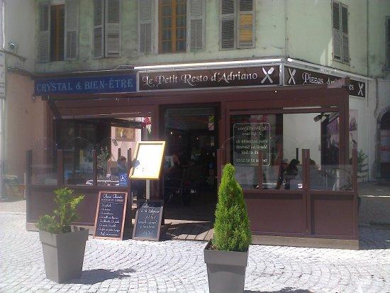 Moutiers, Frankrike: Sur la place du Marché
