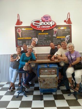 Harrow, Canadá: On the left are Wanda, Sandy, Cam & Terry & on the right are Sue, Bill, Hollie & Denny .