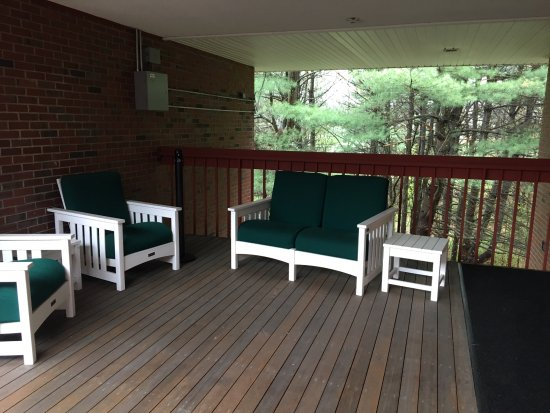 Bernardston, MA: lovely patio area