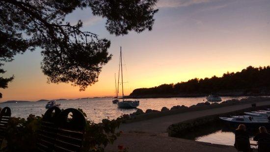 Murter Island, Croácia: IMG_20170913_193306_HDR_large.jpg