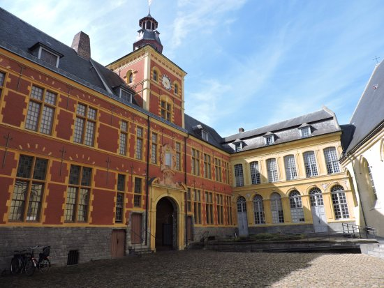 Musee Hospice Comtesse : Interior courtyard