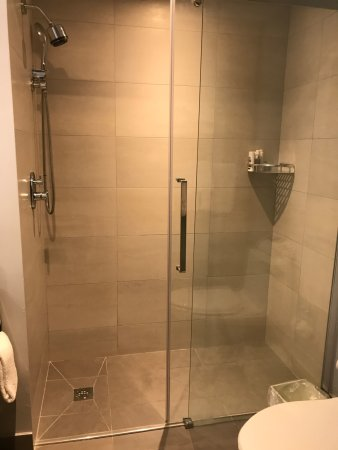 Best Western Plus Condado Palm Inn & Suites: Great Showers!