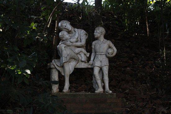 Piracicaba: Estatuas enfeitando o local.