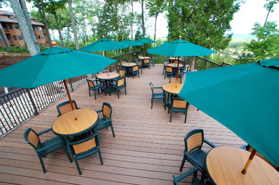 Egg Harbor, WI: The outdoor deck at the Carrington Pub & Grill (the resort's on-site restaurant).