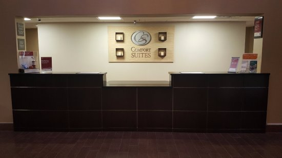 Comfort Suites Airport: Front Desk