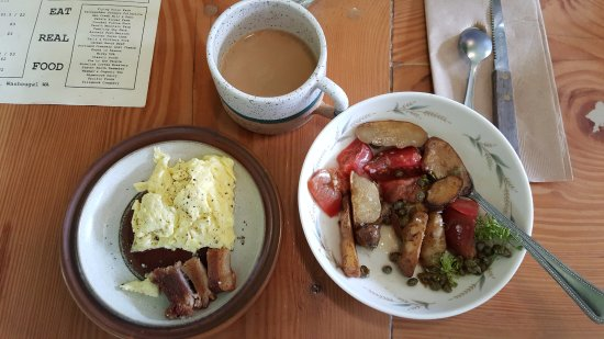 Washougal, วอชิงตัน: Oiled Potatoes with tomatoes and capers, scrambled eggs & pork belly