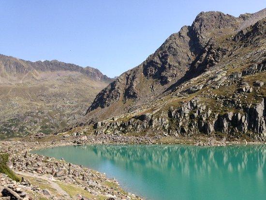 Sulzenauer Hutte: Blaue Lake