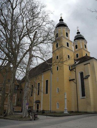 Stainz, Rakousko: Die Kirche von Nordwest gesehen