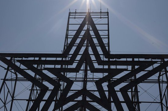 Roanoke, VA: The star... Even an 18mm lens couldn't contain the whole thing!