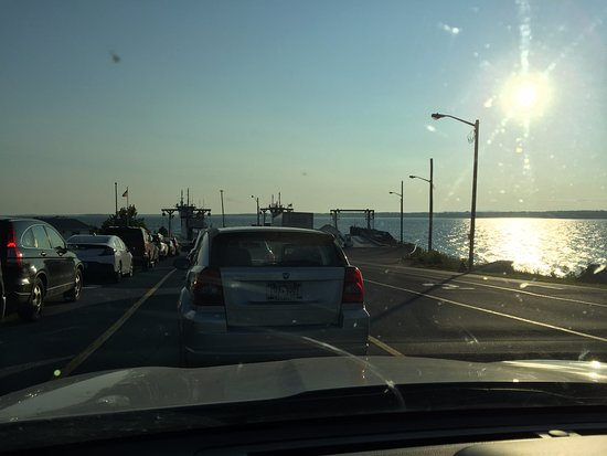 Lake Champlain Ferries : Early morning waiting to load the Ferry in Plattsburgh