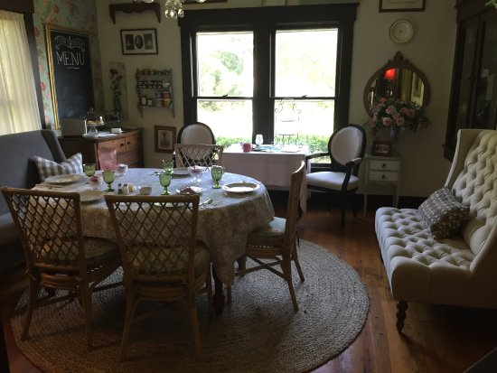 Dining room set up for breakfast - Picture of Christy\'s Inn at ...