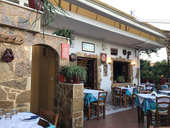 Manolis Taverna Restaurant: Restaurang Manolis