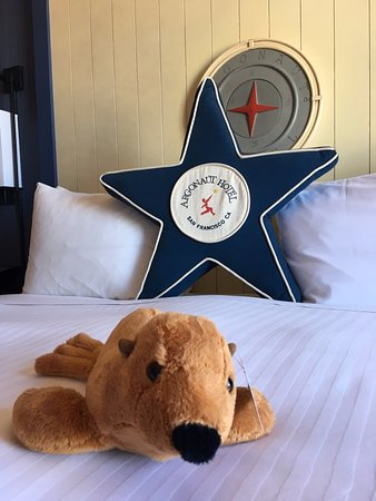 Argonaut Hotel, A Noble House Hotel : Pristine bedding and welcoming stuffed animal friend